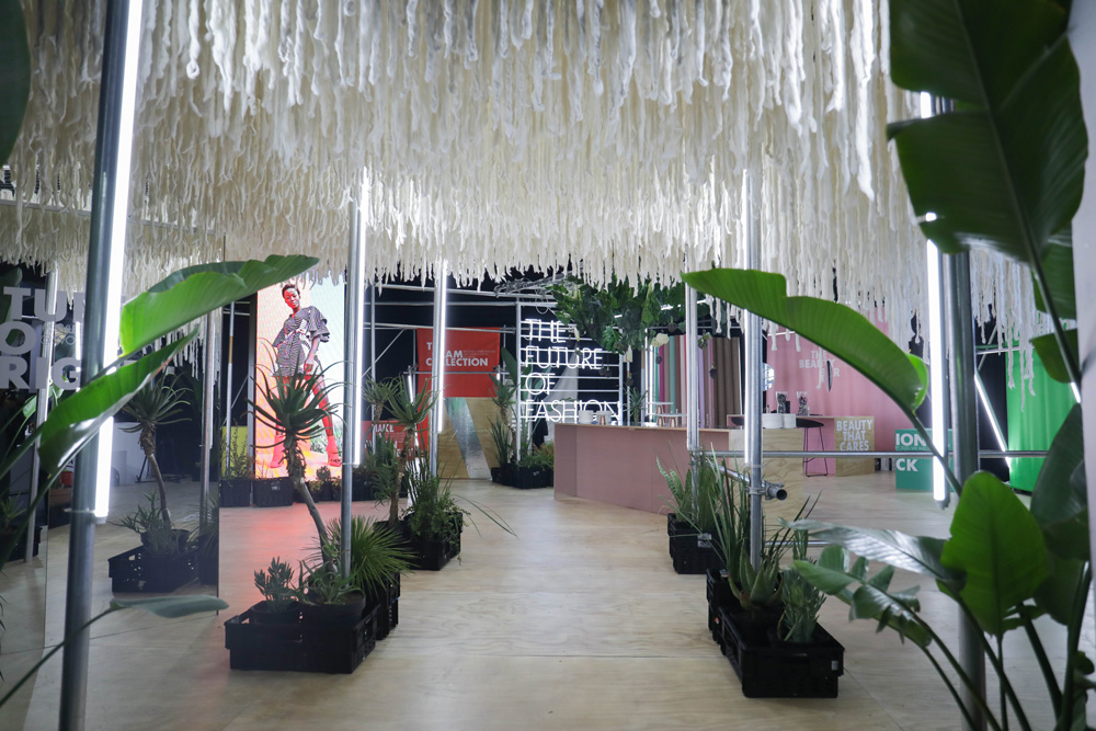 Woolworths-Sustainable-Installation-at-SAFW